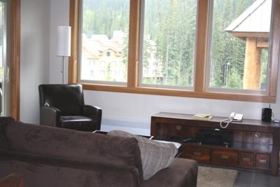 Living Room with Queen Sofa Bed - Kookaburra Village Center - 401 - Sun Peaks - rentals
