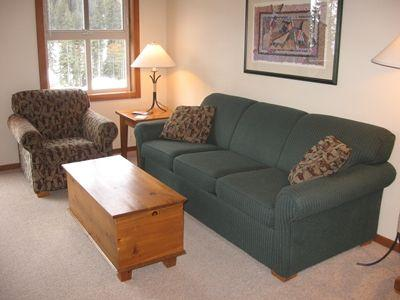 Living area with a Queen Sofa Bed - Fireside Lodge Village Center - 302 - Sun Peaks - rentals