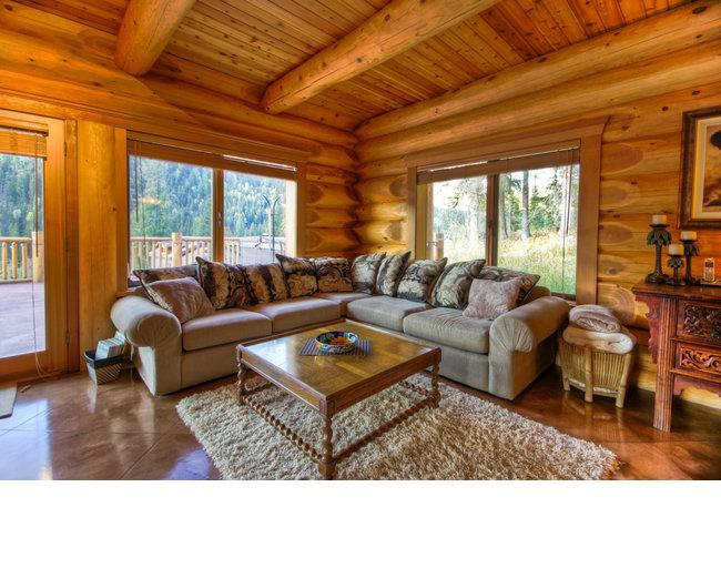 Living Area - Vacation Homes - Eagle Home - Sun Peaks - rentals
