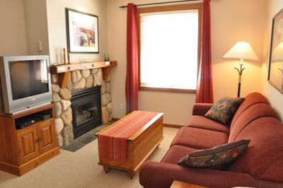 Living Room - Fireside Lodge Village Center - 203 - Sun Peaks - rentals