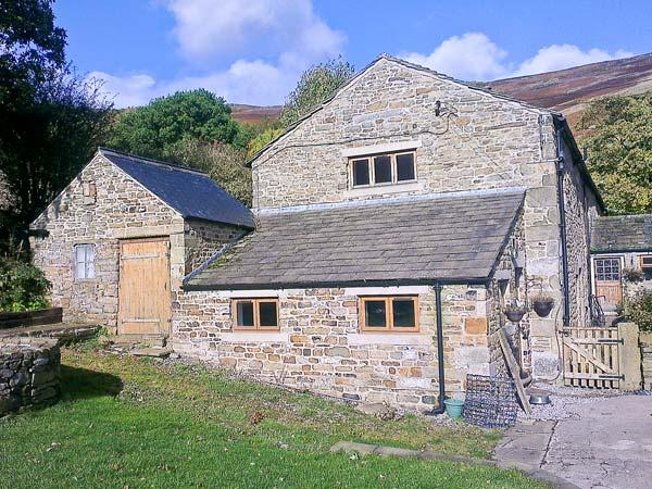 THE STABLES stunning views, family-friendly, close to village of Edale Ref 19357 - Image 1 - Edale - rentals