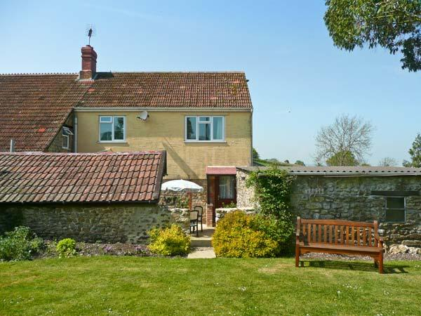 SOCKETY FARM COTTAGE, on a working farm, with enclosed courtyard and garden, walks nearby, near Crewkerne, Ref 20952 - Image 1 - Crewkerne - rentals