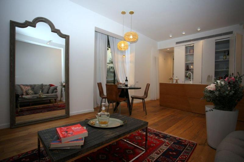 living room - Luxurious Bauhaus Apt TLV Center - Tel Aviv - rentals