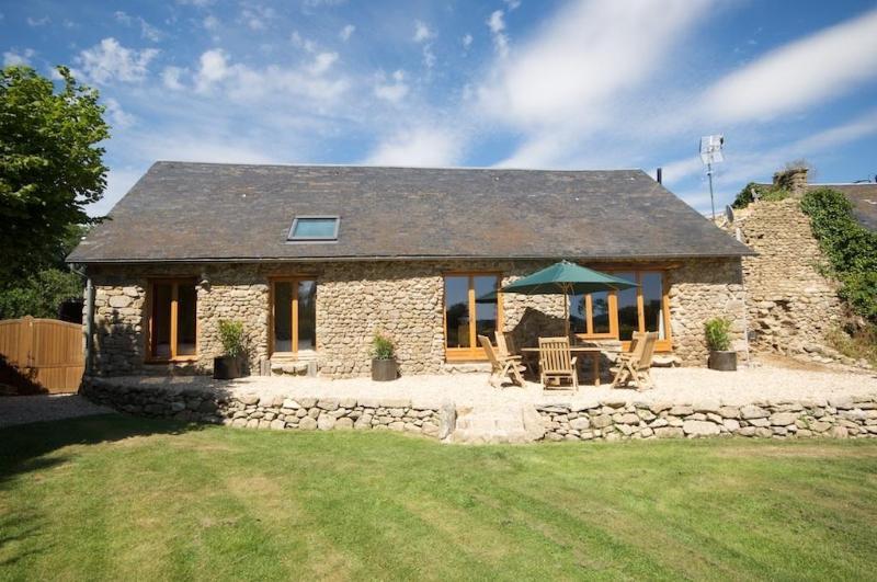 Sunny terrace and garden - Grange L'archer - Limousin - rentals