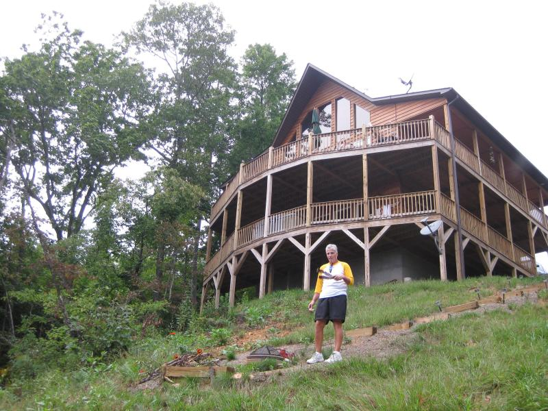 House as seen from bottom of hill - Mountain views*HOT TUB***WI FI** Cell  service! - Murphy - rentals