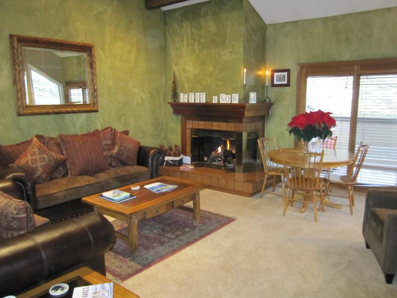 Cozy living area with roaring fireplace - Cottonwood 2 Bd 2 Bth Loft, NEW Hot Tub, Spotless! - Cottonwood Heights - rentals