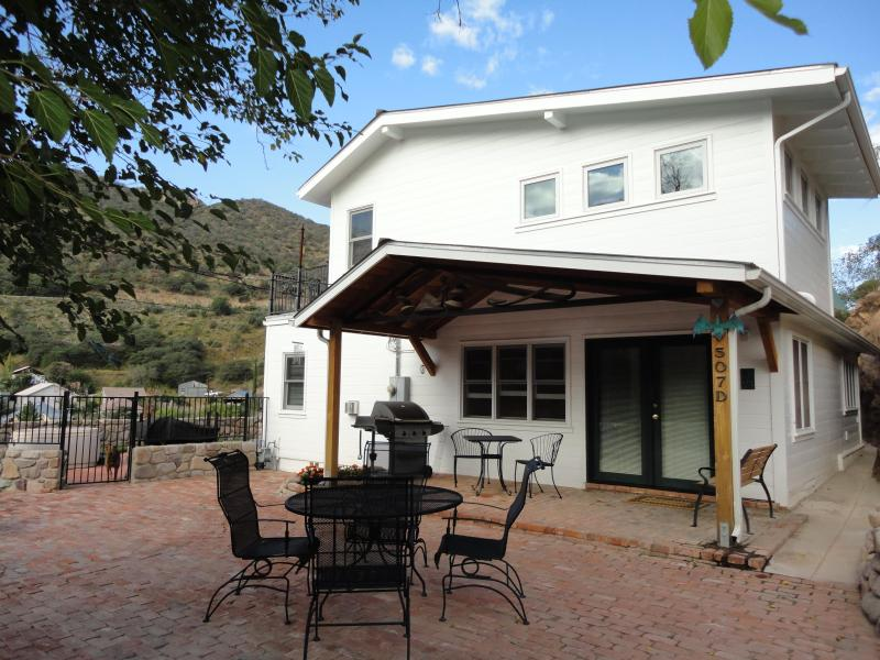 main entrance and patio - 4 bedroom luxury home, hot tub, mountain views - Bisbee - rentals