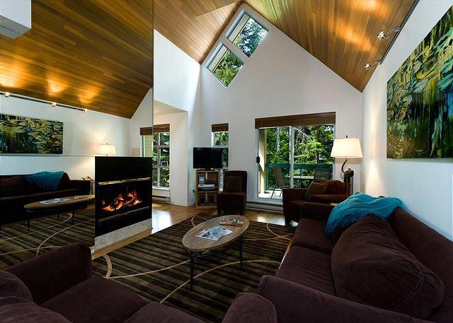 Living Room - Snowbird 3 bdrm, Quick walk to slope, free shuttle - United States - rentals
