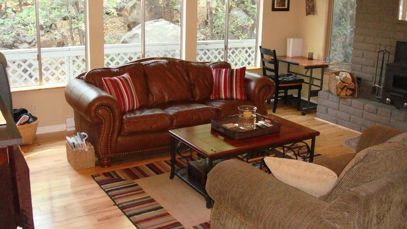 Nice quiet living room with private nature views - Beautiful Wooded Home Near Downtown Flagstaff !!! - Flagstaff - rentals