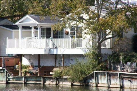 Ocean Lakes Lakefront Palace 2 Bedroom Vacation House with Golf Cart and Hot Tub - Image 1 - Myrtle Beach - rentals