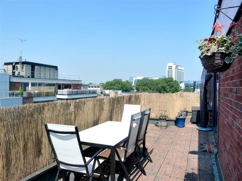 Terrace with dining area - Beautiful Central W1 Penthouse Sunny Terrace Wifi - London - rentals