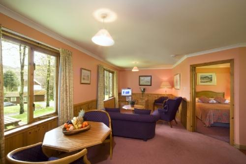 POPLAR LODGE, Lerags Glen, Oban, Argyll, Scotland - Image 1 - Oban - rentals