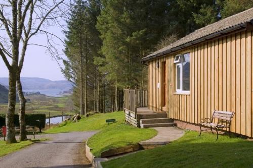 ASH LODGE, Lerags Glen, Oban, Argyll, Scotland - Image 1 - Oban - rentals