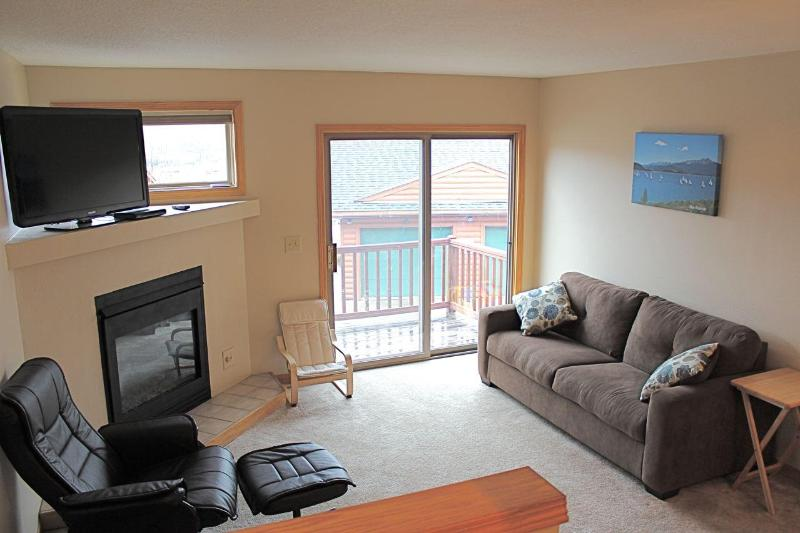 Living Room - Spacious 2 Bed/2.5 Bath Summit County Townhome - Dillon - rentals