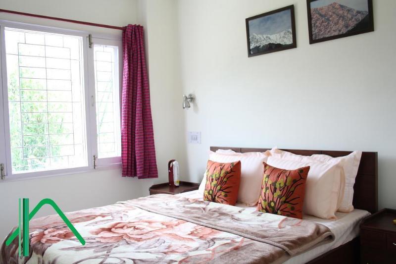Bedroom - Leisure Vatikaa: 2 Service Apts in Dharamshala.. - Naddi - rentals