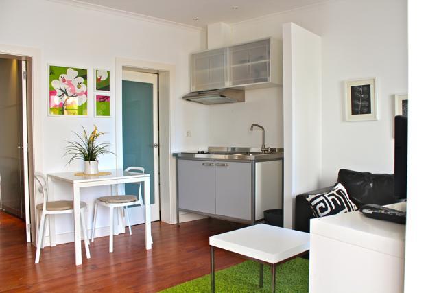 Living Room & Kitchenette - Wasabi Green Apartment, Alfama, Lisbon - Lisbon - rentals