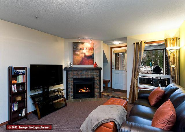 30 Glaciers Reach this 2br home has a hot tub & pool in Whistler Village - Image 1 - Whistler - rentals