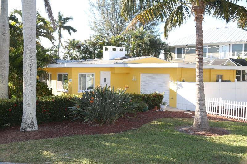 Our cottage sits on a quiet closed loop street. - Ah this is it v2.0! Lemon Cottage w Pool!! Relax!! - Holmes Beach - rentals