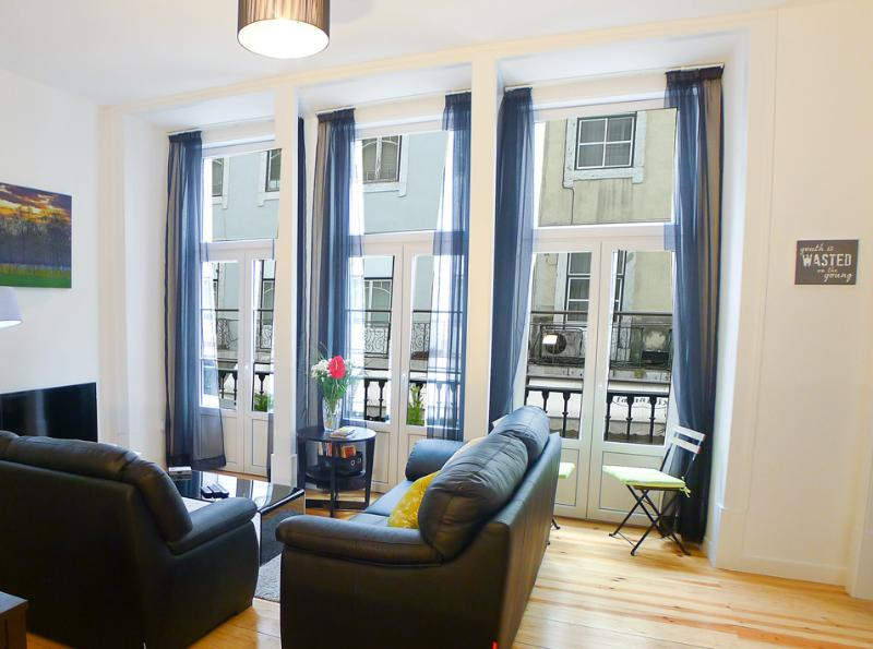 Welcome to Conceicao- 2 bedroom apartment - FI - Bright 2 bedroom / 1 bathroom apartment - Lisbon - rentals