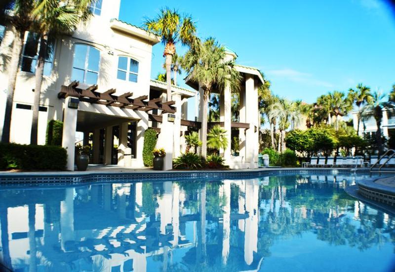 Destiny by the Sea Heated Pool & Lounge area. - Palazzo by the Sea | Heated Pool | Sleeps 12 - Destin - rentals