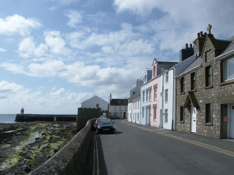Roy Cottage, Douglas Street, Castletown - Manx seaside holiday cottage, Castletown - Castletown - rentals