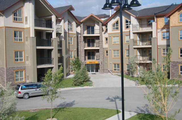 IW3304 - Invermere Lakefront Condos - Windermere Pointe - Bruce Bldg - Image 1 - Windermere - rentals