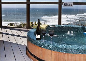 Hot tub - Submarine -Oceanfront-3rd Night Free January Weekends - Lincoln City - rentals