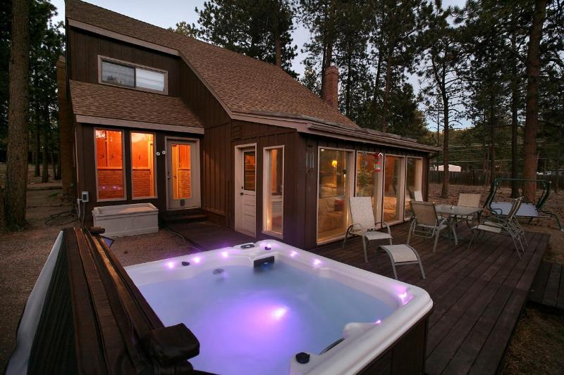 Relax in our nice hot tub under the stars! - Woodland Park Haven - NEW HOT TUB / RENOVATED! - Woodland Park - rentals