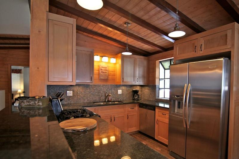 Kitchen - Lake Arrowhead Swiss Chalet - 5 bedroom / 3 bath - Lake Arrowhead - rentals