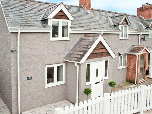 KEYS COTTAGE, family-friendly, woodburning stove, Juliet balcony, in Clun, Ref 10883 - Image 1 - Clun - rentals