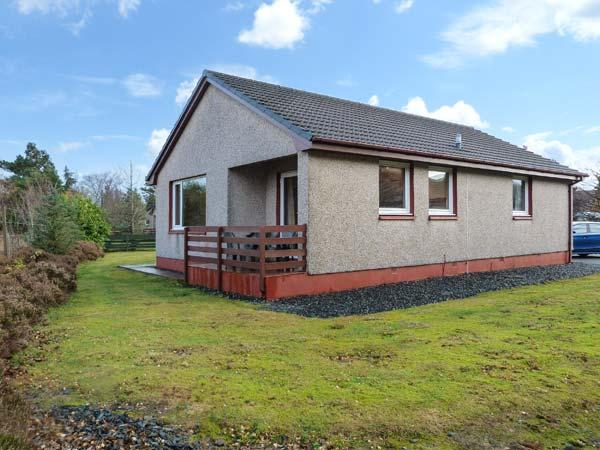 5 INNES-MAREE, pet-friendly cottage near loch, single-storey, balcony, in Poolewe, Ref 20198 - Image 1 - Poolewe - rentals