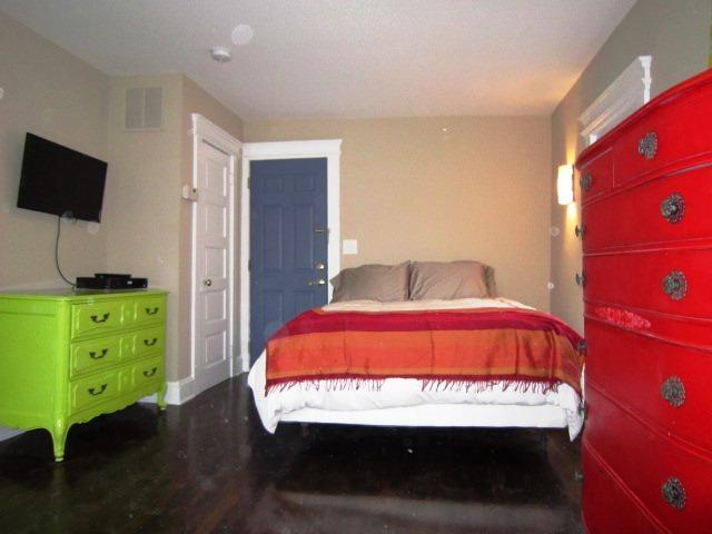 Carmen Miranda bedroom - Carmen Miranda designer apartment, Asbury Park, NJ - Asbury Park - rentals