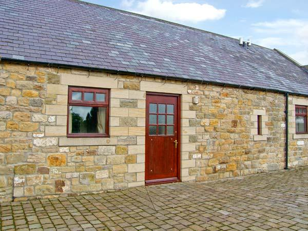 RIDGE COTTAGE, pet-friendly cottage, underfloor heating, country views, near Longwitton Ref 17608 - Image 1 - Longwitton - rentals