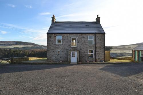 WHITLOW FARMHOUSE, Alston, Eden Valley/Northumberland Border - Image 1 - Appleby - rentals