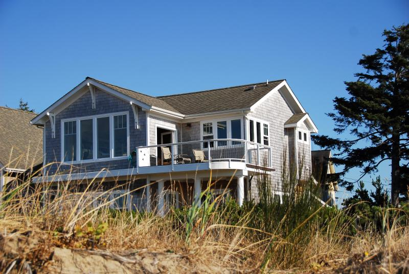 Beachfront Luxury home, Stunning panoramic water views,private steps to the beach,hot tub &fire pit! - WATER FRONT BUNGALOW...SOMETHNG SPECIAL !! - Lincoln City - rentals
