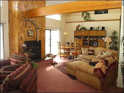 Spacious living room with fireplace and vaulted ceilings - Snowmass - Golf Course Home (2110) - Snowmass Village - rentals