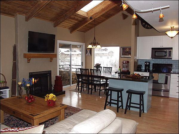 Open Living area with Vaulted Ceilings - Newly Remodeled - Close to everything in Snowmass Village (2371) - Snowmass Village - rentals
