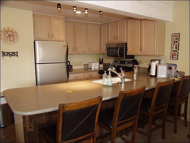 Kitchen with bar seating for 4 - Snowmass Mountain Condominiums - Recently remodeled (3064) - Snowmass Village - rentals