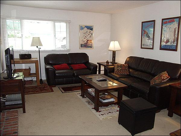 Large, open living area - Value Lodging - Quiet Location (4273) - Aspen - rentals
