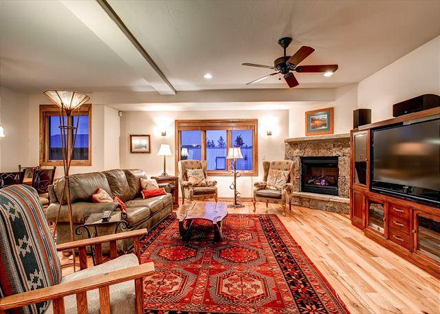 Snow Palace Living Room Frisco Vacation Rentals Lodging - Snow Palace Off Main Luxury Townhome Downtown Frisco Vacation Rentals - Frisco - rentals
