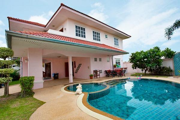 4 Bedroom Villa with Large Private Pool & Garden. Private Exterior/Garden for Sunbathing - 4 Bedroom Villa Large Pool 10 Min Walking Street - Pattaya - rentals