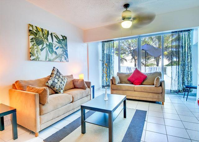 Townhouse for 8, PRIVATE BEACH ACCESS ! - Image 1 - Miami Beach - rentals