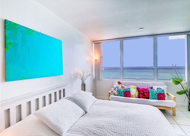 Lovely OCEAN FRONT Studio - Image 1 - Miami Beach - rentals