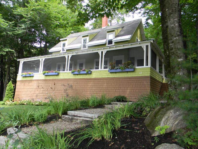 Summer at the cottage. - Cozy Cabin with Fireplace | Dogs Welcome - Bartlett - rentals