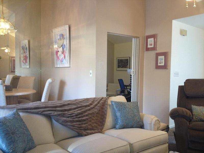 Living room - Charming 2 bedroom plus office Townhome. Reno, NV - Reno - rentals