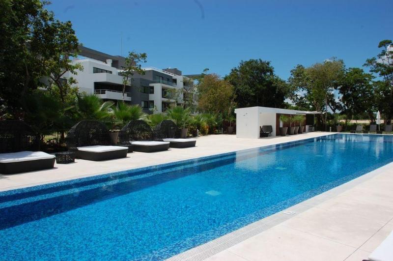 2 Bedroom golf course condo in Playa del Carmen - Image 1 - Playa del Carmen - rentals
