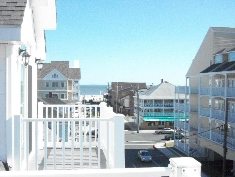 Click here to see an online visual tour. http://www.visualtour.com/shownp.asp?SK=13&T=2710175 - Isabella 3 beautiful Town H ocean & boardwalk view - Ocean City - rentals