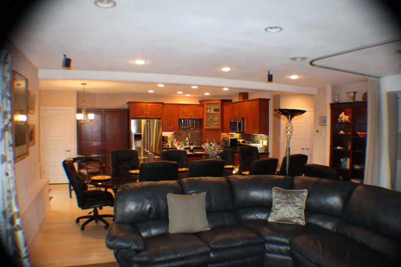 Living rom leather sectional with recliners into dining room and large kitchen - Quiet Retreat by the Sound - Federal Way - rentals