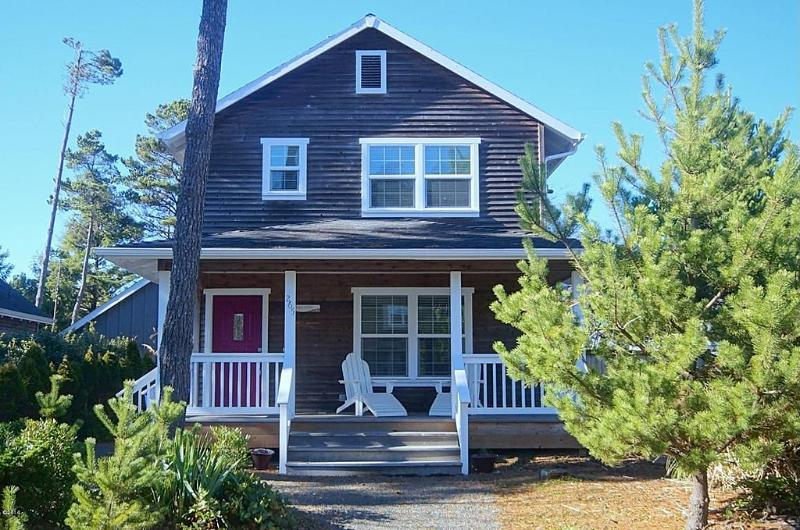 Catalina Cottage, Hot Tub, Firepit, Pets, Foosball - Image 1 - Lincoln Beach - rentals