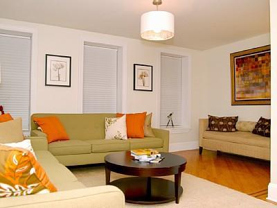 Living room with 3 sofa arrangement - 3 Bedroom / 2 Bath Duplex Apt in Quiet Cul-de-sac - Brooklyn - rentals